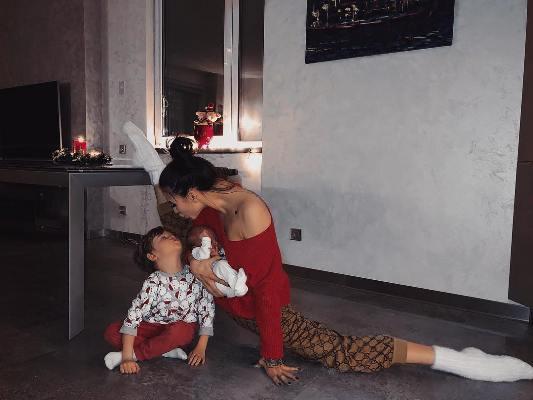 Дарья Дмитриева с детьми