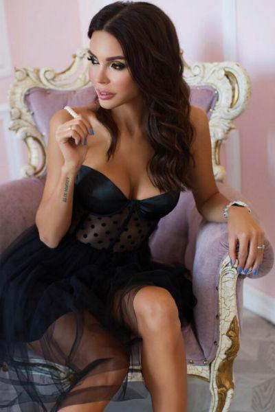 Оксана является не только основателем, но и лицом бренда