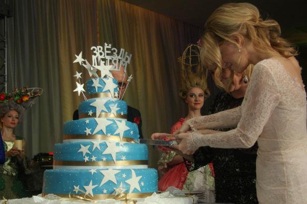 В конце аукциона каждый желающий мог попробовать торт