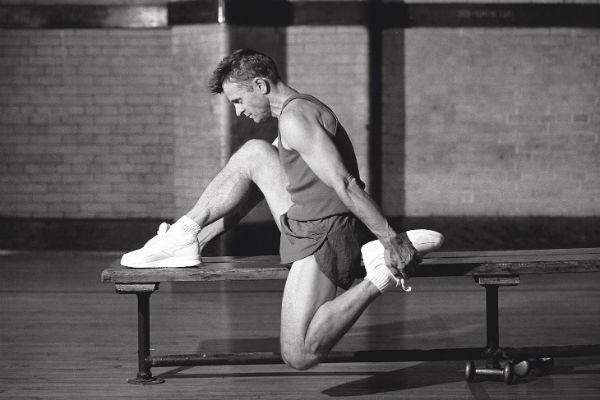 Этот снимок из серии «Тренировка» был сделан в старом спортзале в районе Ист-Сайд в Нью- Йорке для рекламы спортивного мужского парфюма в 1996 году
