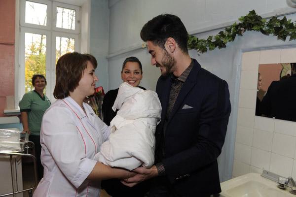 Тиграну отдают новорожденного сына Эльдара