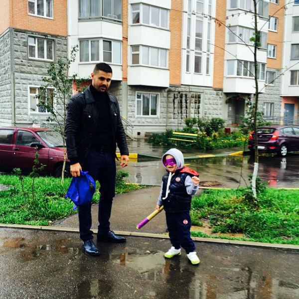 Артем собрался в детский сад