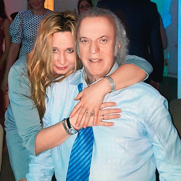 Жена поэта Ирина по совместительству еще и его директор