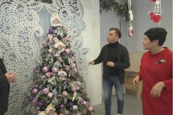 Максим Галкин лично принимал участие в украшении елким Галкин лично принимал участие в украшении елки