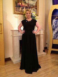 Светлана Пермякова смело надевает платье размера S