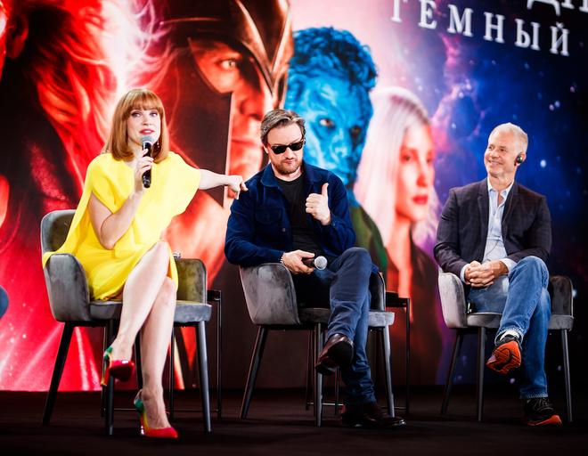 Во время конференции актеры много шутили