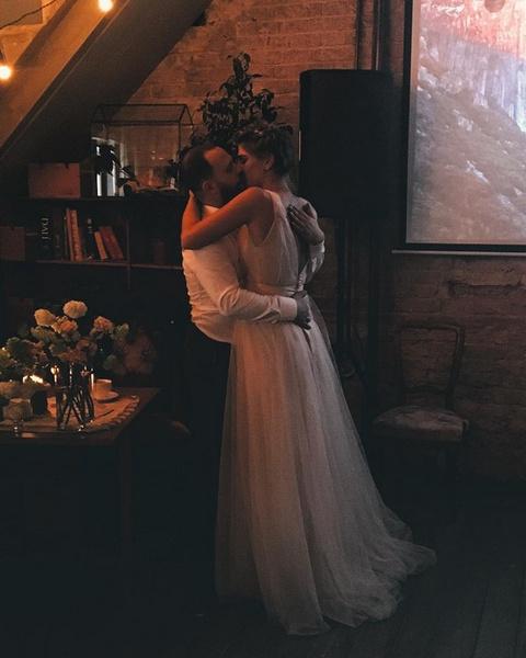 Кирилл Плетнев и Нино Нинидзе поцеловались под одобрительные аплодисменты друзей