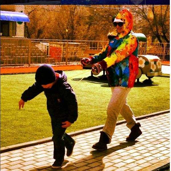 Елена Исинбаева тренирует племянника