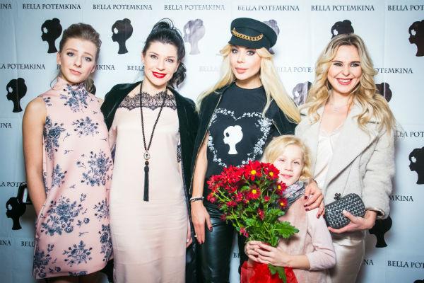 Лиза Арзамасова, Екатерина Волкова, Белла Потемкина с дочкой Евой и Пелагея