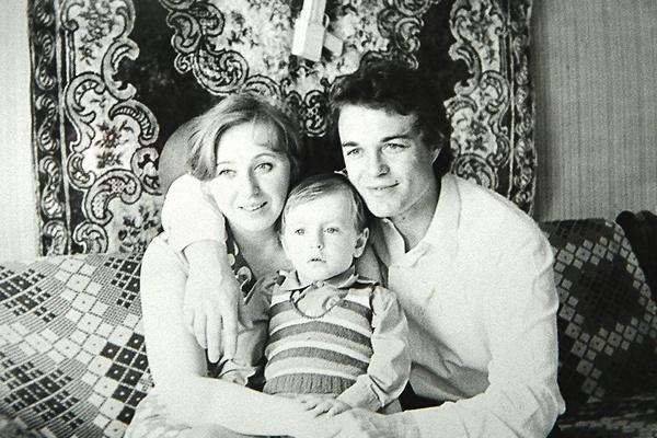 Родители будущей звезды назвали сына в честь любимого поэта Сергея Есенина