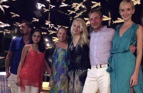 Евгений Плющенко, Дима Билан, Яна Рудковская вместе с друзьями на отдыхе.