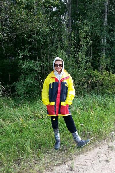 Катя ответственно подошла к походу в лес