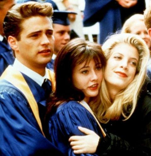 Сериал «Беверли-Хиллз 90210»  выходил на экраны с 1990-го по 2000-й