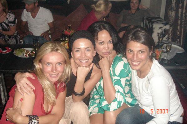 Жанна с подругами: Катей Цветовой, Ксенией Бондаренко и Оксаной Степановой (крайняя справа) – именно она была рядом с певицей в последние минуты