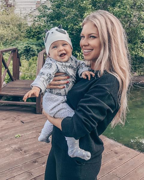 Рита Дакота с дочкой Мией