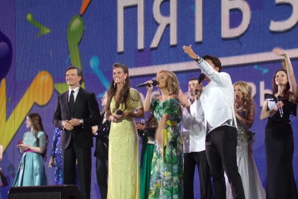 Пары ведущих: Егор Бероев и Вера Красова, Максим Галкин и Пелагея