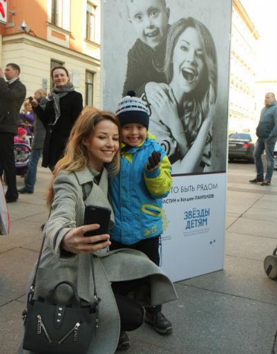 Звезда БДТ, актриса Полина Толстун, также приняла участие в фотосессии