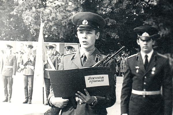 Отслужив в армии в 80-х, Казаченко присоединился к группе «Угол зрения»