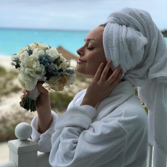 Расписавшись, Елена вместе с мужем отправились в свадебное путешествие