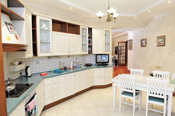 Хозяева считают кухню любимым местом в доме – здесь они встречают гостей, делятся новостями и готовят друг другу вкусности