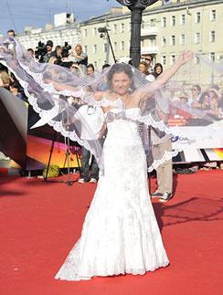 Появление Марии Голубкиной в свадебном платье на ММКФ чуть было не затмило самого Брэда Питта