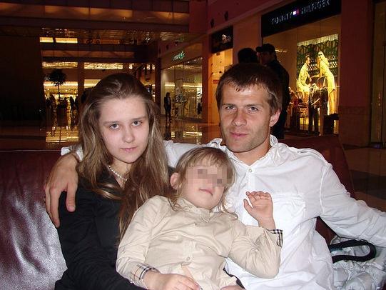 Игорь Аксенов с дочерьми