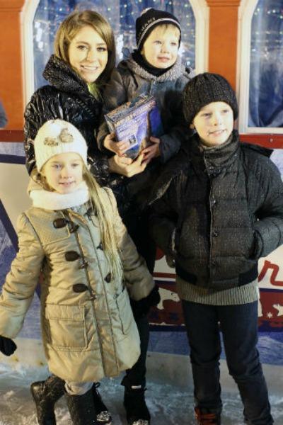 Телеведущая одна воспитывает троих детей