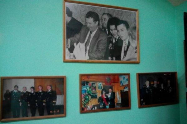 Внутри стены украшены портретами ясновидящей