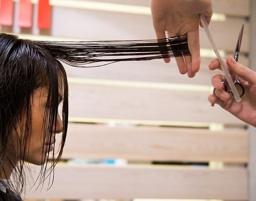 Лере немного подровняли кончики волос