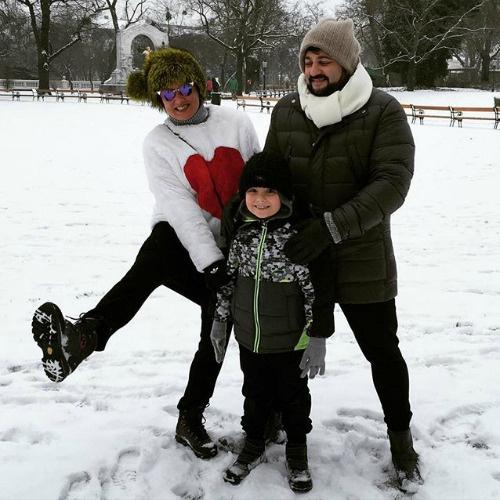 Супруги отдыхают в Вене вместе с сыном Анны