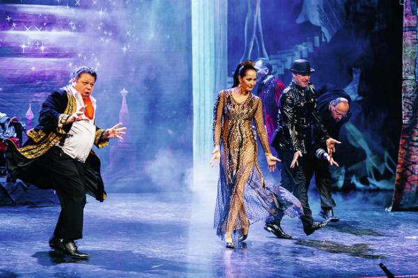 Актриса играет главную роль в спектакле «Мастер и Маргарита» с 2003 года
