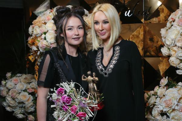 Юлия Шакирова и Лера Кудрявцева