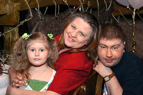 Катя Огонек с семьей