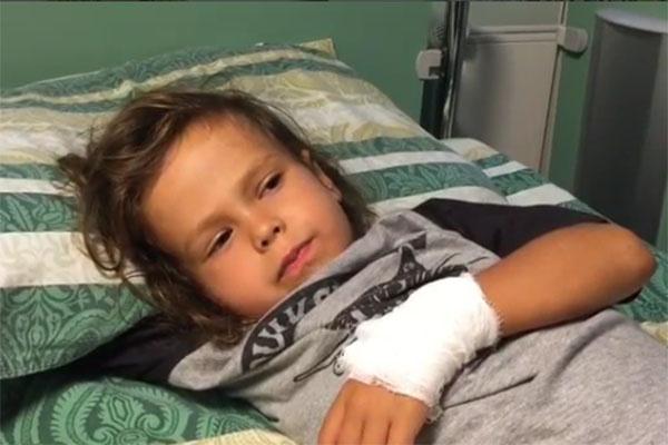 Маленький Сэм передал привет подписчикам мамы с больничной койки