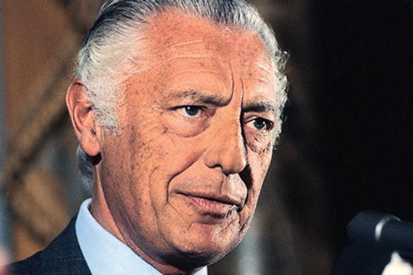 Владельцу Fiat Джованни Аньелли приписывали отцовство в отношении Джона Кеннеди-младшего
