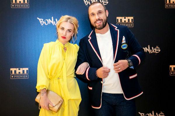 Валерия Гай Германика со спутником Денисом