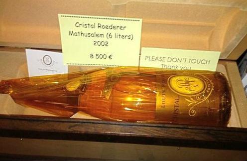 Бутылки шампанского Crystal Roederer Mathusalem (6 litres) 2002 с ценником в 8 500 евро