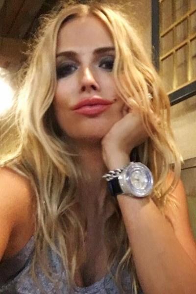 Елена Плотникова предложила подписчикам фотосессию со львенком