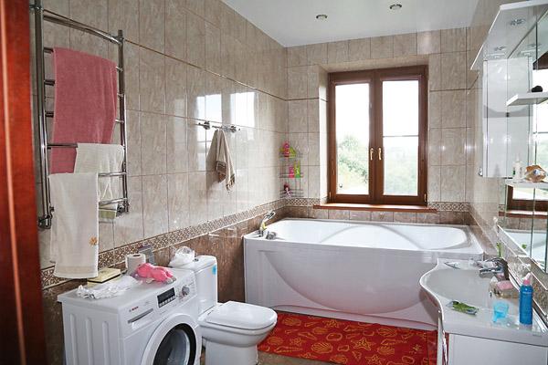 В московской квартире у Филипповой нет окон в ванной. Ее мечта – чтобы они были в пол