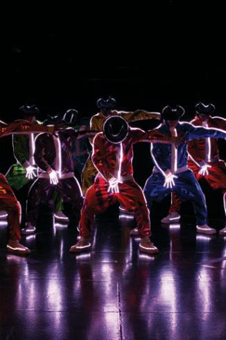 Номер с знаменитым танцем Майкла Джексона