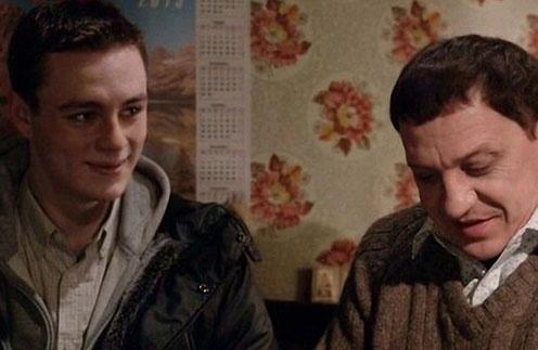 У героя «Молодежки» Миши Пономарева   (Илья Коробко) с отцом все непросто