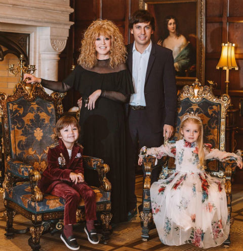 Алла Пугачева и Максим Галкин с детьми