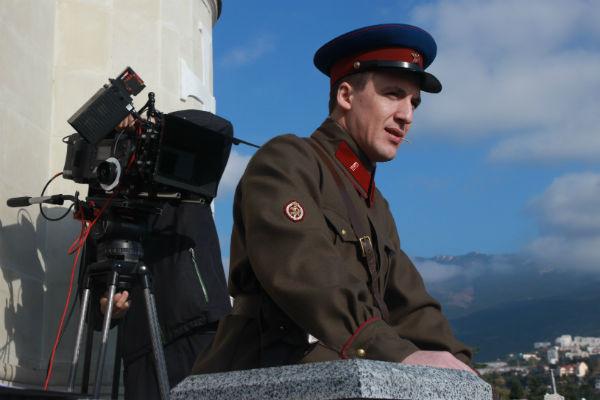 Зрители Запомнили Смольянинова по ролям в сериале «Гетеры майора Соколова» и фильму «9 рота»