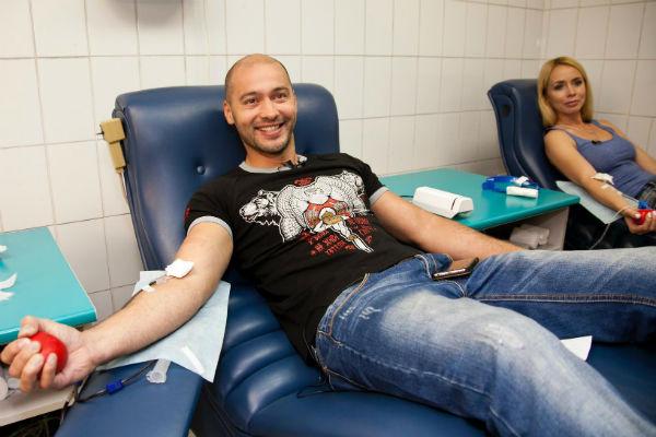 Андрей Черкасов ежегодно сдает кровь в качестве донора