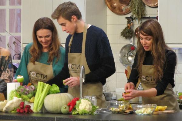 Татьяна Лютаева и Агния Дитковските поговорили о семье в процессе приготовления завтрака