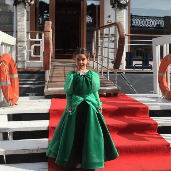 Ксения выбрала дочери прекрасный наряд