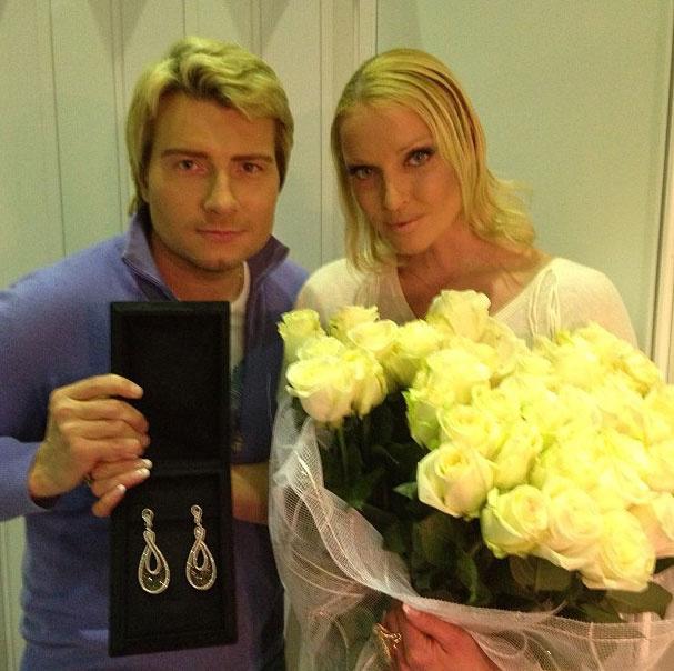 В качестве презента по случаю ненастоящей женитьбы Басков преподнес Волочковой серьги