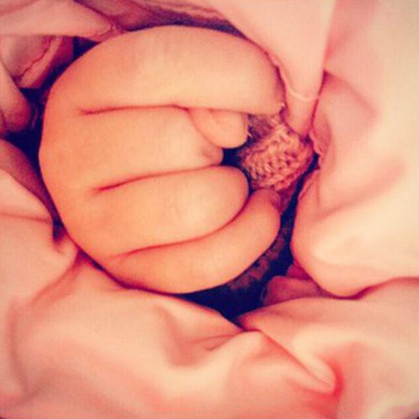 Рука маленькой Леры