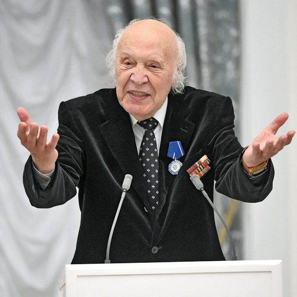 Виктор Иванович летает к правнукам во Францию