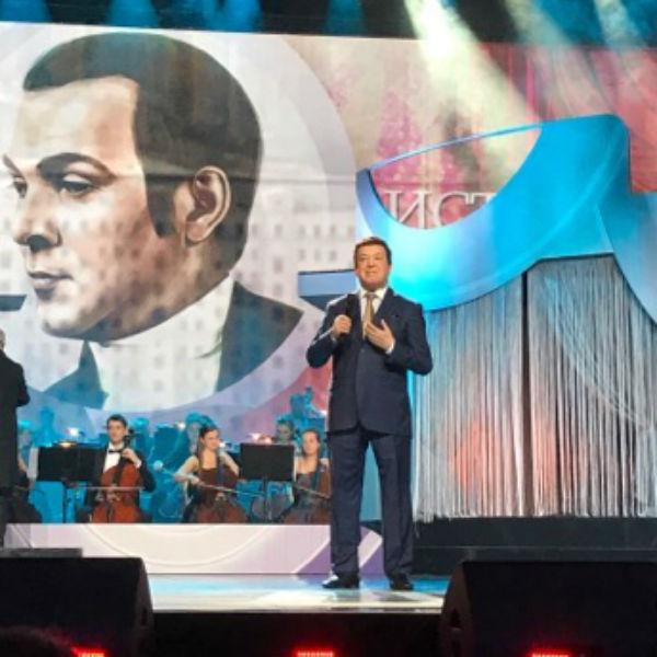 Иосиф Кобзон на концерте к 75-летию Муслима Магомаева